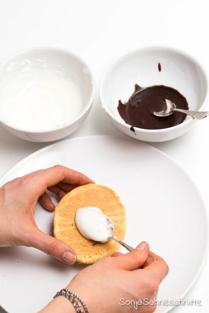 einfach und schnell Rezept für  Amerikaner im OsterEi-Look mit Marmormuster zum Osterbrunch