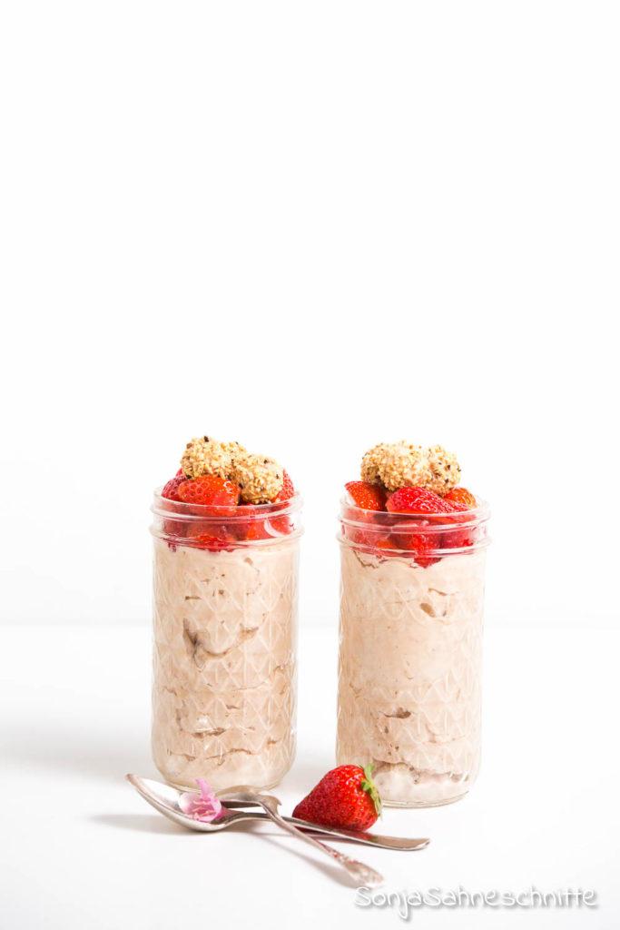Rezept für Nougat Giotto Mouss e im Glas mit frischen Erdbeeren
