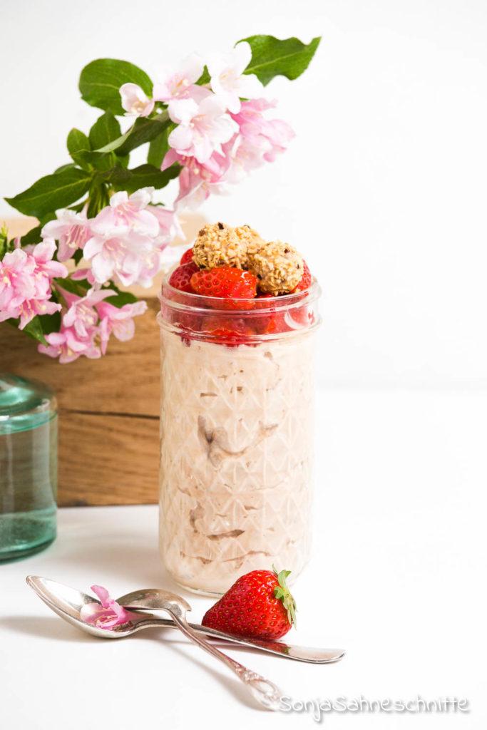 Rezept für Nougat Giottomuss mit Erdbeern. Ein Erdbeer Desser im Glas, dass seines gleichen sucht. Soo einfach gemacht und so unglaublich lecker.
