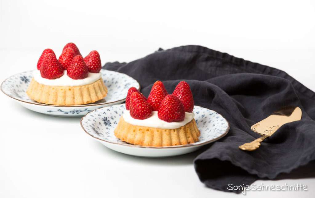 Rezept für schnellen einfachen Erdbeerkuchen mit Vanille-Quark-Creme und ohne Gelatine (der fast schon eine Torte ist) alla Hannelies