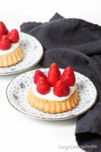 Rezept für schnellen einfachen Erdbeerkuchen mit Vanille-Quark-Creme und ohne Gelatine (der fast schon eine Torte ist) alla Hanneliese