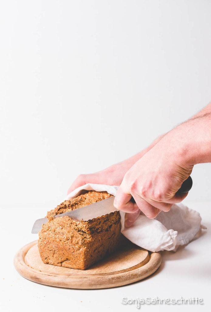 Einfaches, schnelles 5-Minuten-(Dinkel-)Vollkornbrot mit Kernen, Samen und vielen Varianten für mehr Abwechslung auf dem Frühstückstisch (vegan)  #backen #brot #gesund #schnell #einfach