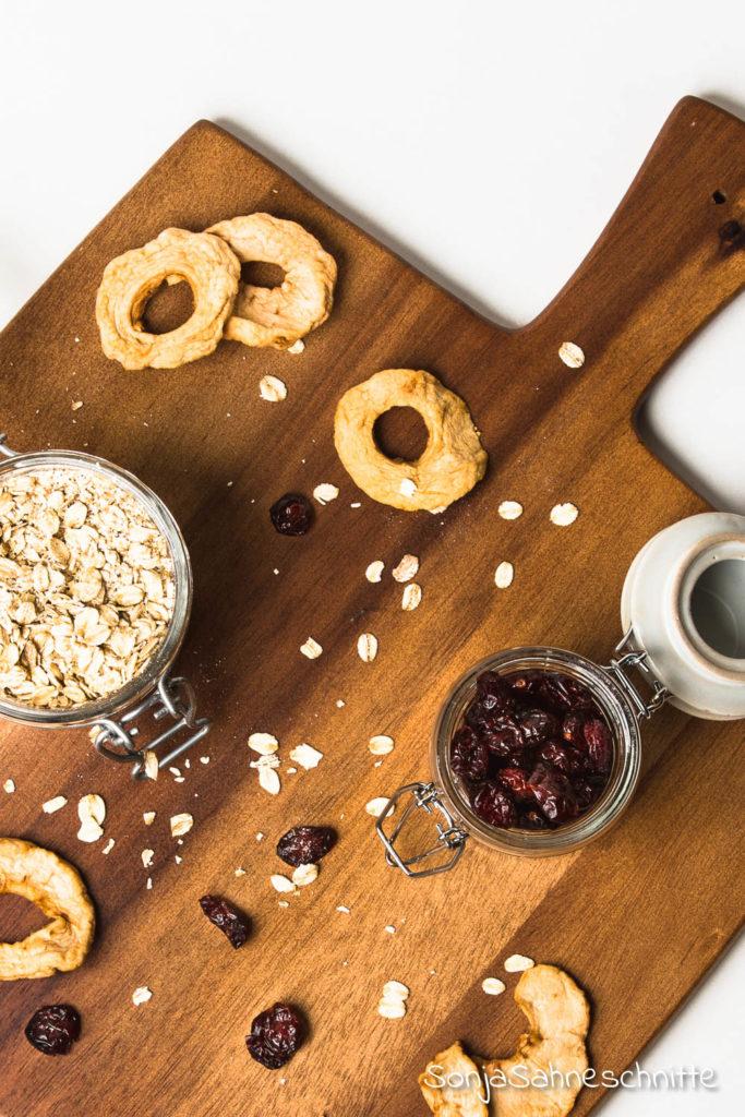 vegane glutenfreie Müsliriegel- ohne Zucker und ganz schnell und einfach selbstgemacht #vegan #selbermachen #rezept #ohneZucker #gesund #fürkinder #lunchbox #einfach #schnell