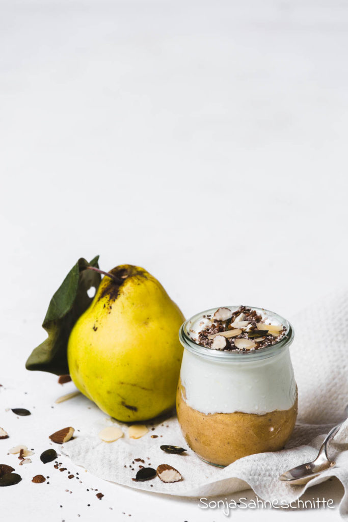 Das musst du probieren: Zuckerfrei und zu gut um wahr zu sein. Ein einfaches Rezept für Quittenmus ohne Zucker und mit nur 3 Zutaten. Des Ergebnis ist sagenhaft lecker und gesund! Schmeckt auch super als nachtisch. #quitten #verarbeiten #gesund #ohnezucker #zuckerfrei #kompott# einkichen #anleitung #nachtisch #einfachen