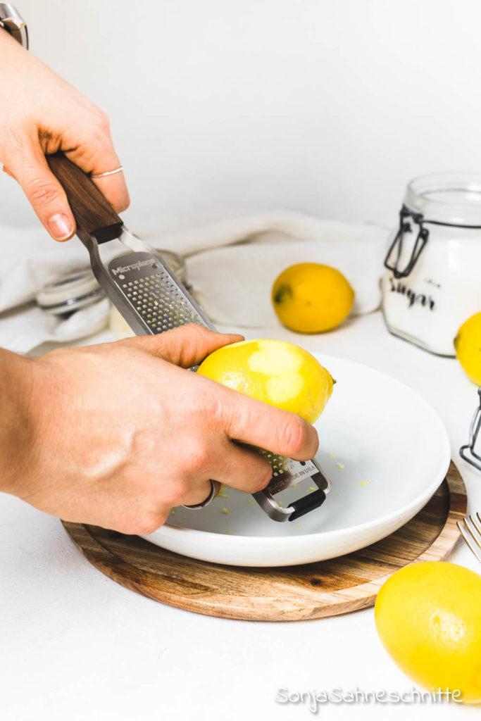 Zucker mit geschmack -Zitronen-Zucker ist nicht nur ein schönes Geschenk aus der Küche sonder auch toll zum backen oder zum verfeinern von Tee.